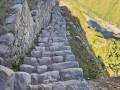 马丘比丘古城遗址中惊险的人工阶梯——秘鲁印加阶梯