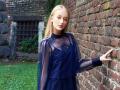 这一抹深蓝色的连衣裙,刷爆了外网