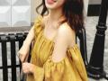 黄色吊带+一字领露肩设计的上衣 遮肉显瘦又清爽美丽