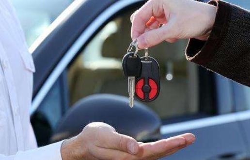 国务院:实施汽车限购地区要逐步放宽或取消限购